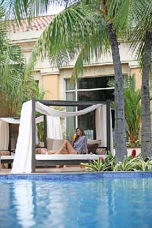 InterContinental Real Managua at Metrocentro Mall: Relax at the pool