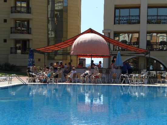 Dyuni, Bulgaria: Top Pool and poolside Bar at the Royal Marina Palace