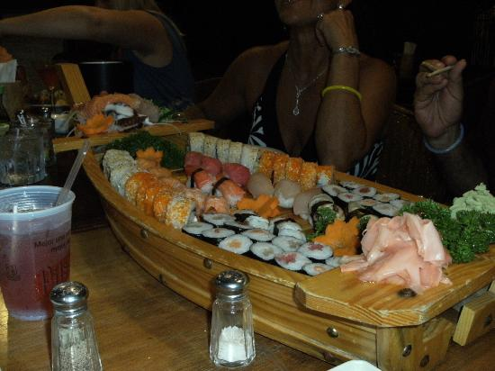 Hotel Coco Palms Bar & Restaurant: The 50 piece sushi boat