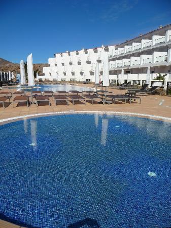 Hotel & Spa Cordial Roca Negra: L'hotel visto dalla piscina