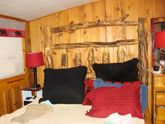 Pine Haven Resort: Bedroom -- cozy!