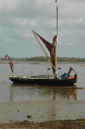 Iken Barns: Dinah the restored barge