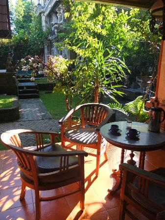 Sania's House Bungalows: La veranda