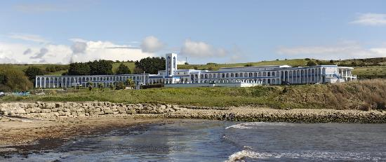Riviera Hotel: View from the water in Bowleaze Cove