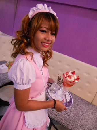 Samero's Icecream Paradise: Strawberry cup ready for you