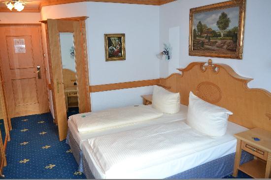 standard room 206 picture of parkhotel laim munich tripadvisor rh tripadvisor co uk