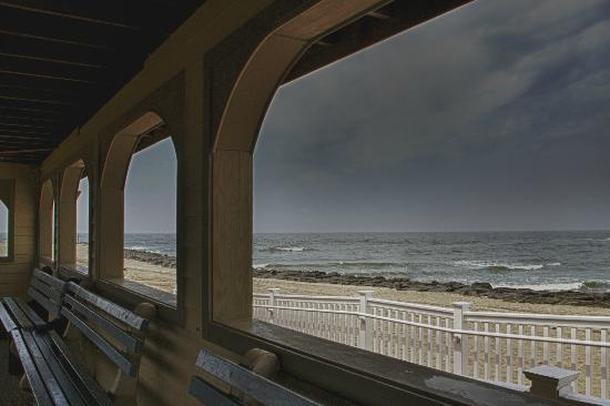 The Bacchus Inn: View of the Cape May Beach