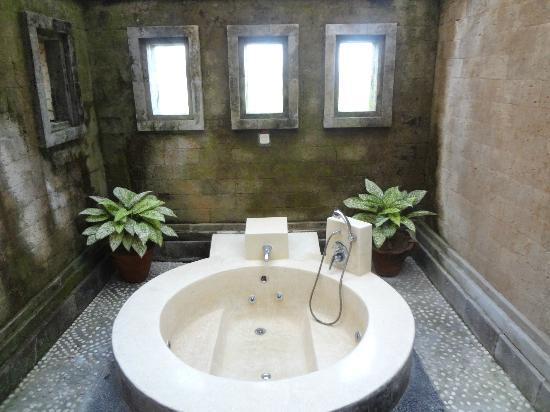 Biyukukung Suites and Spa: Hot tub