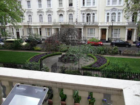 Quality Crown Hyde Park: Balcony Room overlooking Talbot Garden