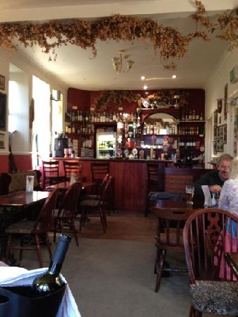 The Strathardle Inn: nice bar for drinks or food