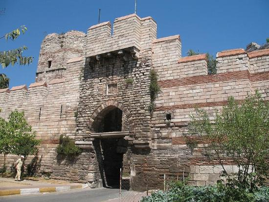 ‪Walls of Constantinople (Istanbul City Walls)‬