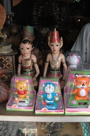泗水路古董街跳骚市场