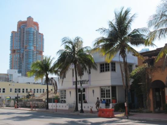 Century Hotel: la facciata principale dell'hotel (su Ocean Drive)