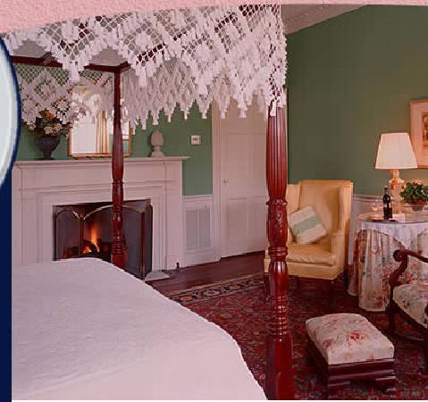 Cuthbert House Inn: The Federal Room
