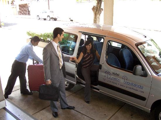 Mansion Teodolinda: Airport Shuttle