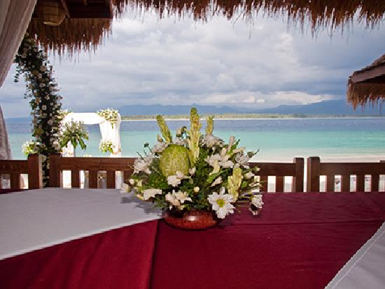 Chill Out Bar Bungalows Wedding Flowers