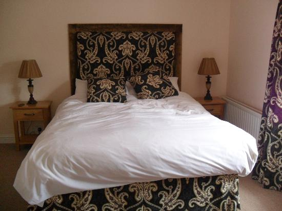 The Royal Oak Hotel: Lovely Comfy Bed