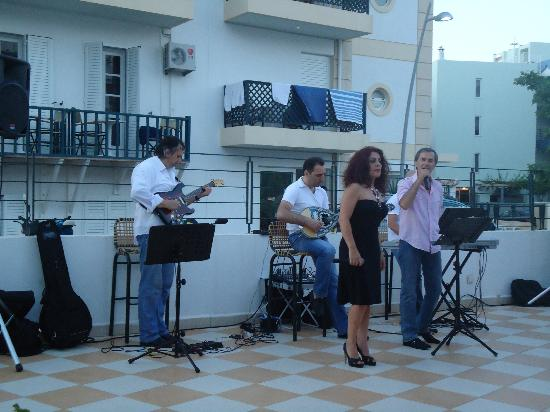 Hersonissos Hotel: evening entertainment cretan style