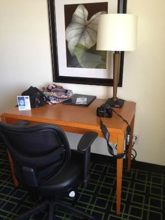 Fairfield Inn Salt Lake City Draper: Small desk and comfortable work chair