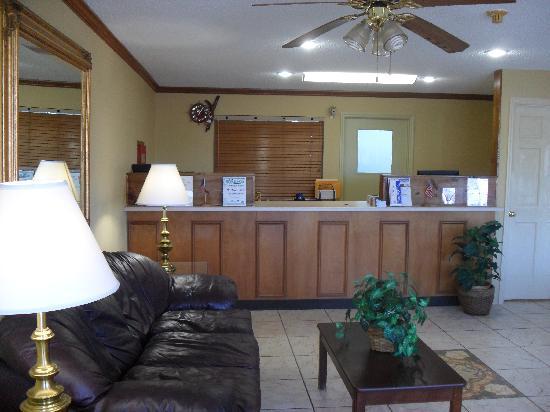 Days Inn Ashburn: Lobby Area