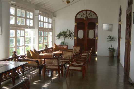 ‪كلوزينبيرج هوتل: Traditional Sri Lankan furniture‬