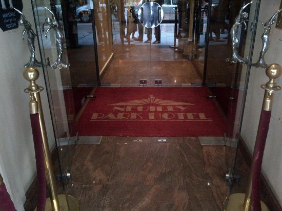 Neuilly Park: Hotel door