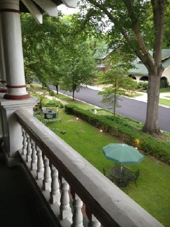 The Generals' Quarters Inn: 2nd floor veranda views