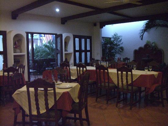 Nicarao Inn Hotel: Dining area and front veranda