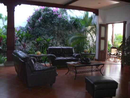 Nicarao Inn Hotel: Lobby and veranda