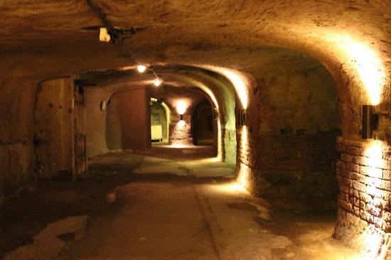 Historische Felsengange: Underground Cellar