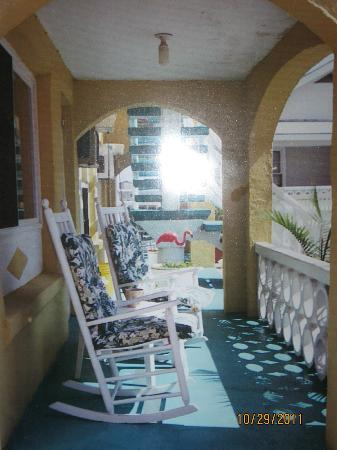 Joy Lee Apartments: front porch with rockers swimming pool is directly in front of the porch