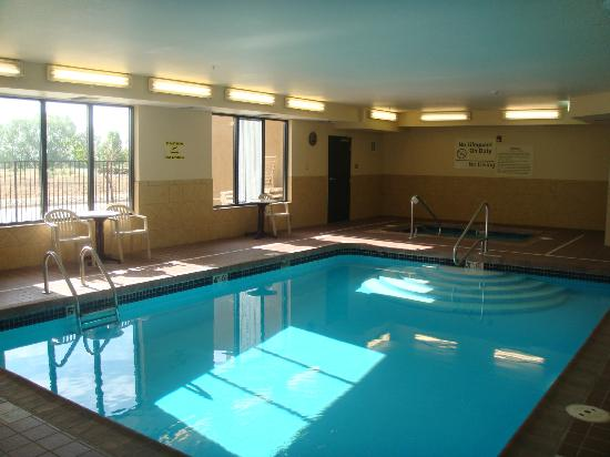 Hampton Inn Longmont : Hotel Pool & Spa