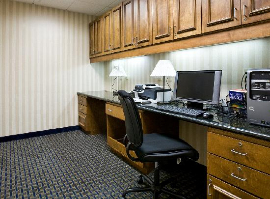 "Hampton Inn & Suites Pittsburg: ""Business Center"""