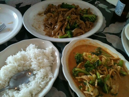 Thai Pepper Restaurant : pad see lew noodles & red curry wth chicken and vegetables..
