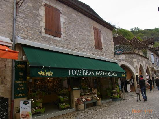 Hotel du Lion d'Or : good recommendation from this wine and confectionary shop