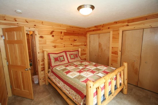 Pine Bluff Resort: Bedroom