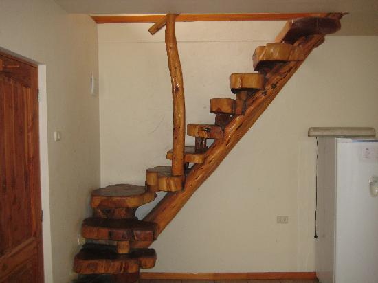 كاباناس واي هوتل تي نوي: Dangerous Stairs