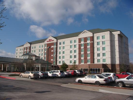Hilton Garden Inn Independence: Exterior of Hotel - Front