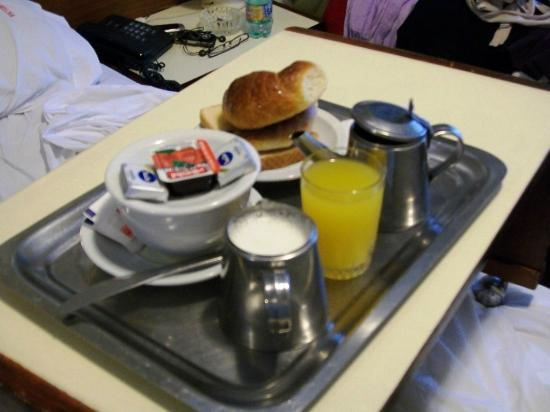 فيكتوري هوتل: Desayuno en la cama