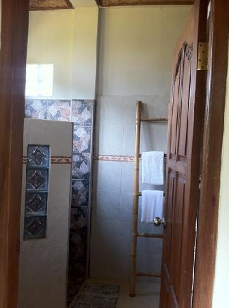 Sawah Sunrise Bed & Breakfast: très jolie salle de bain