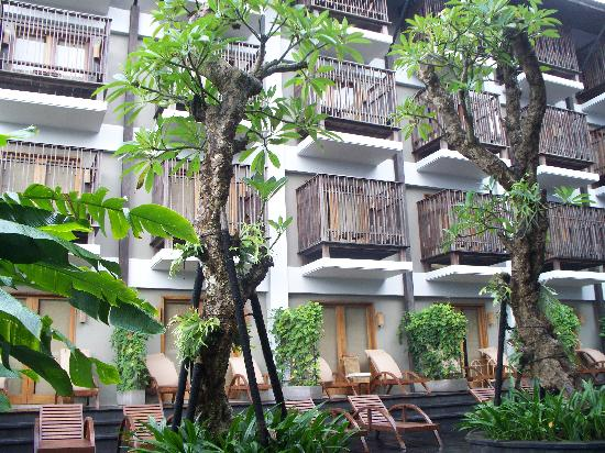 The Oasis Lagoon Sanur: no privacy in this hotel