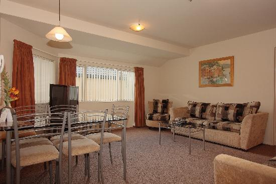 Roma on Riccarton Motel: Two bedroom apartment living room