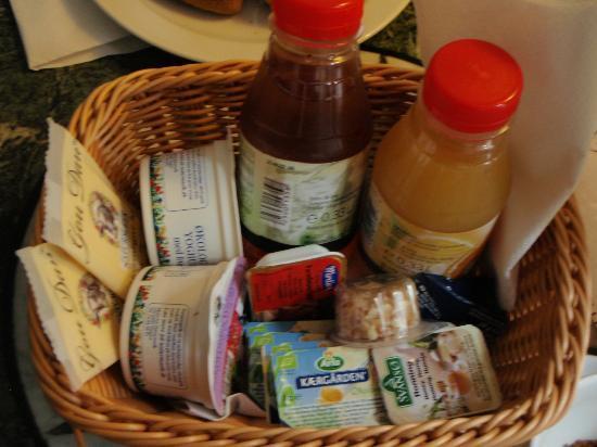 هوتل تيفاني: Breakfast at Tiffany's basket