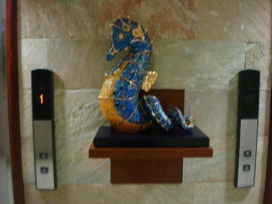Exe Galeria Man-Ging: More sculptures