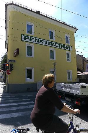 Pension Jahn: Building