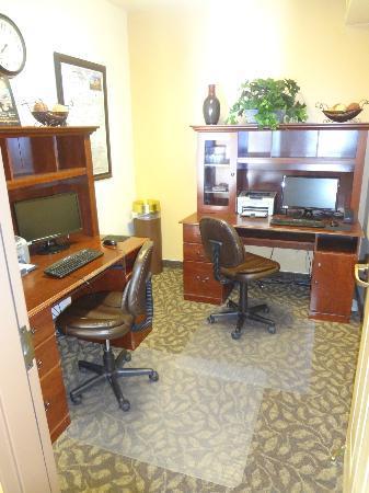 La Quinta Inn & Suites Kalispell: computer room