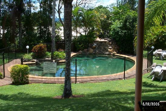 Malanda Lodge Motel: The Pool
