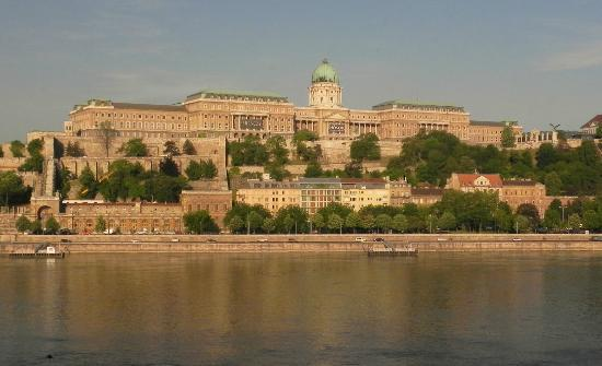 InterContinental Budapest: Old palace across the Danube from our room