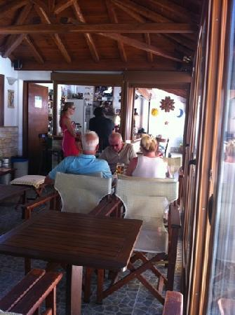 Hotel Costas Mary: great lunchtime food at Costas & Mary