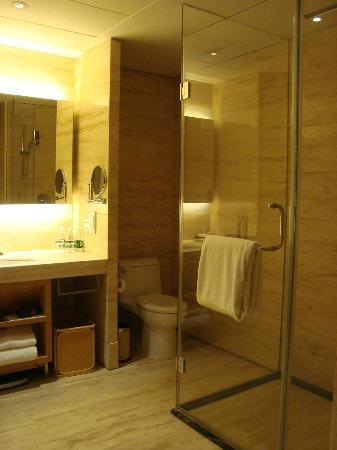 Marco Polo Parkside Beijing: Shower